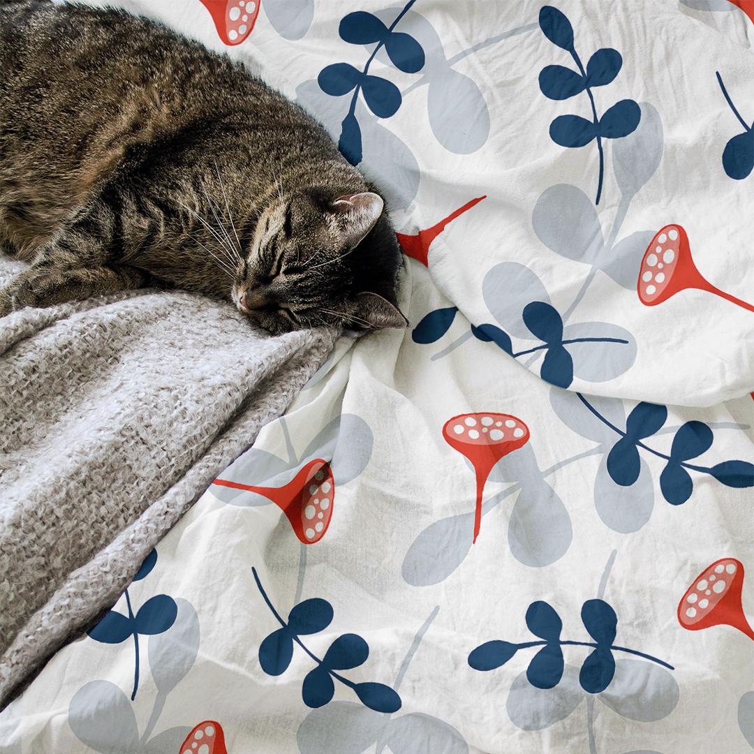 IG_MOCKUP-cat-comforter-bluered
